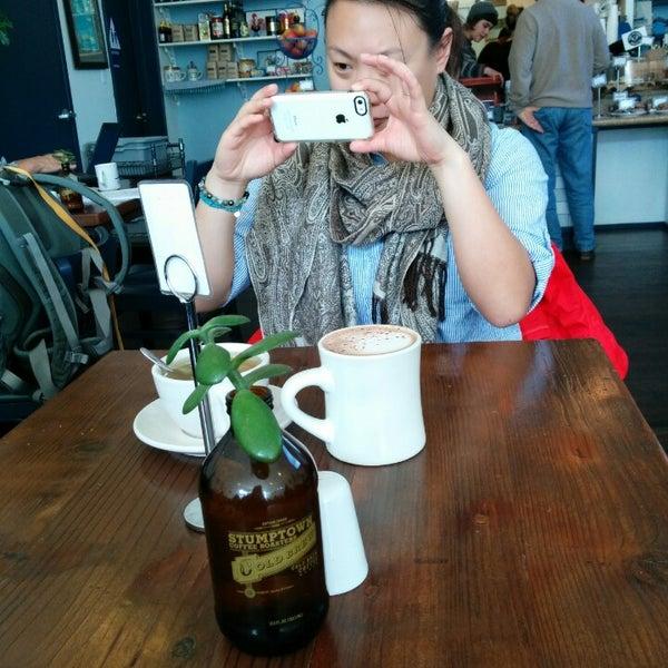 Das Foto wurde bei Cafe St. Jorge von John H. am 4/4/2014 aufgenommen