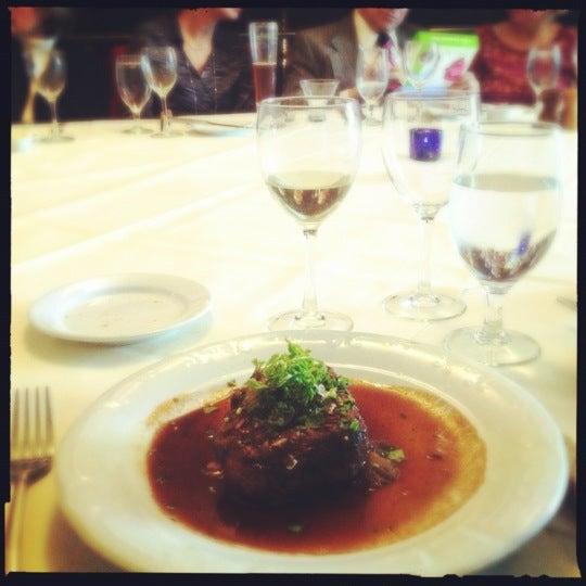Das Foto wurde bei Beacon Restaurant & Bar von bethanne am 11/28/2012 aufgenommen