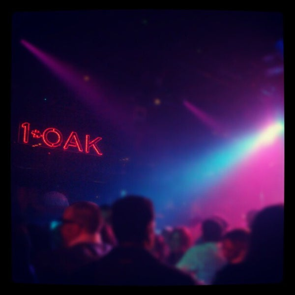 Photo prise au 1 OAK Nightclub par Jason S. le12/2/2012