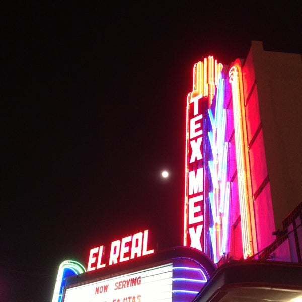 Снимок сделан в El Real Tex-Mex Cafe пользователем Keely E. 2/24/2013