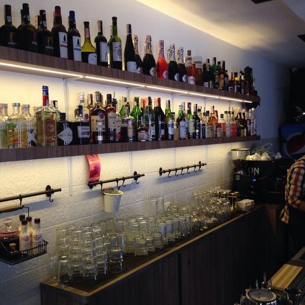 """Очень здорово,""""вкусные кальяны"""" мегакрутая кухня,очень порадовал выбор алкогольных коктейлей.всем рекомендую))"""