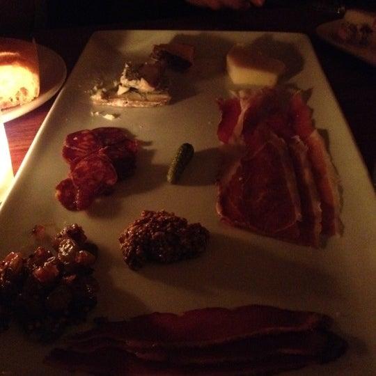 Foto scattata a Stonehome Wine Bar & Restaurant da Dianna H. il 12/7/2012