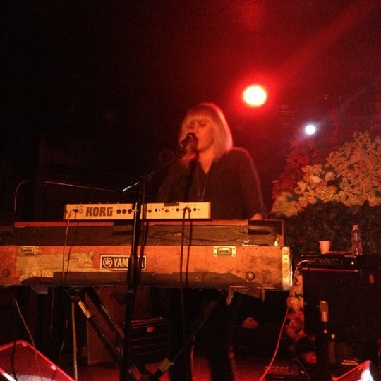 Foto tomada en Rock & Roll Hotel por Allison K. el 12/8/2012