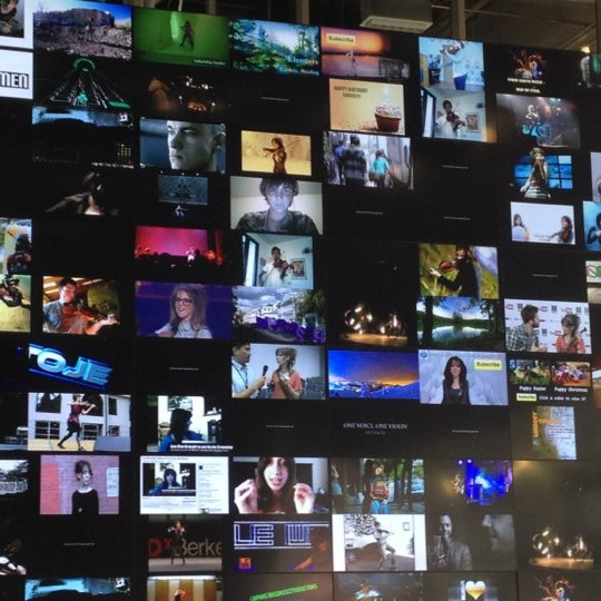Снимок сделан в YouTube Space LA пользователем david c. 11/27/2012