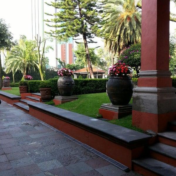 รูปภาพถ่ายที่ Hacienda de Los Morales โดย Juan M. เมื่อ 9/10/2013