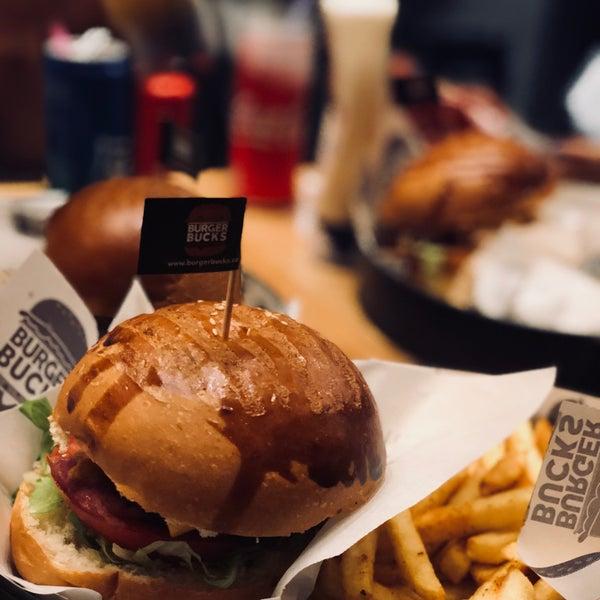 Foto scattata a Burger Bucks da Abrar A. il 9/19/2018