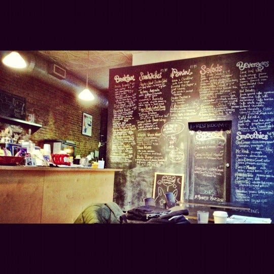 Foto diambil di Communitea oleh Betty C. pada 11/27/2012
