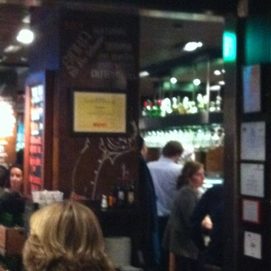 Foto diambil di La Cantina oleh Yasmine T. pada 11/13/2012