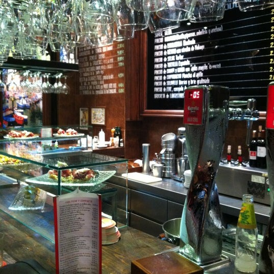 Foto diambil di La Cantina oleh Yasmine T. pada 12/28/2012