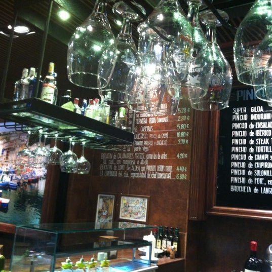 Foto diambil di La Cantina oleh Yasmine T. pada 11/19/2012