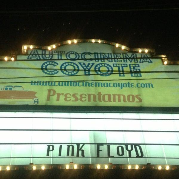 รูปภาพถ่ายที่ Autocinema Coyote โดย Alex G. เมื่อ 3/1/2013