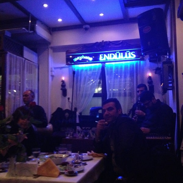 รูปภาพถ่ายที่ Endülüs Meyhanesi โดย Ece Tugce K. เมื่อ 2/1/2013