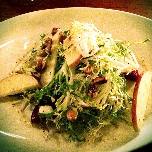 Foto scattata a Stonehome Wine Bar & Restaurant da Elizabeth M. il 11/8/2013