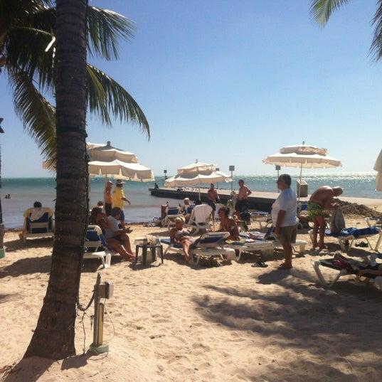 Foto tirada no(a) Southernmost Beach Cafe por B R. em 10/27/2012
