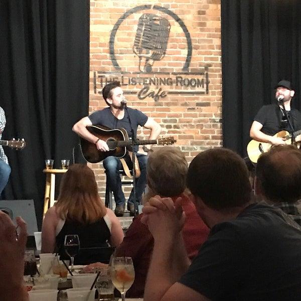 Foto scattata a The Listening Room Cafe da Robert G. il 6/25/2017