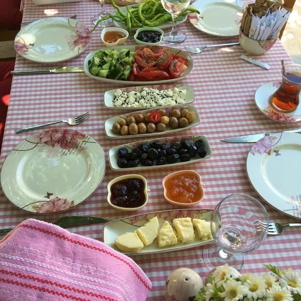 Das Foto wurde bei La Vie Sığacık von Merve O. am 7/17/2016 aufgenommen