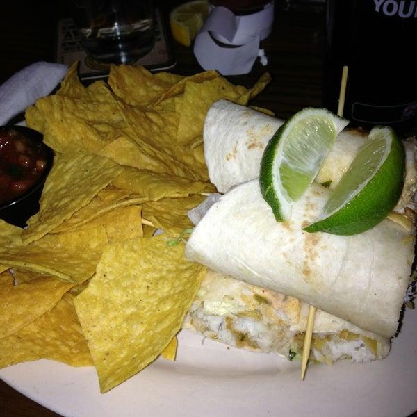 รูปภาพถ่ายที่ Tyler's Restaurant & Taproom โดย WRAL O. เมื่อ 2/11/2013