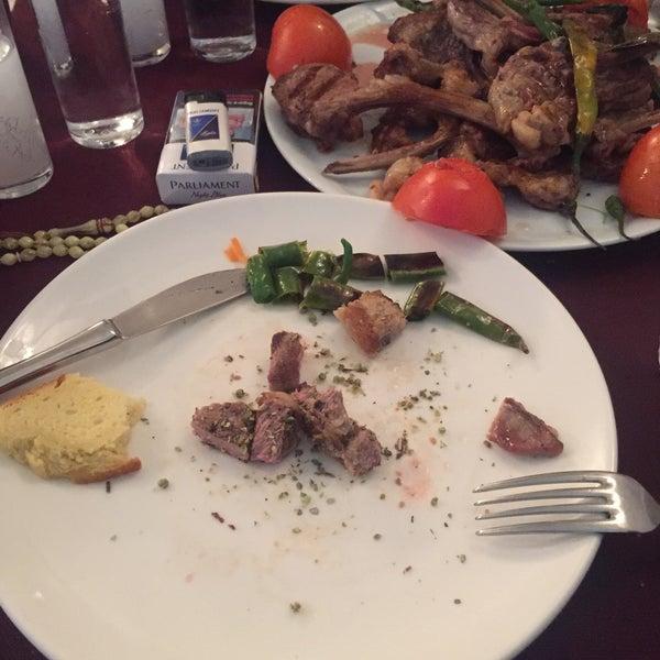 รูปภาพถ่ายที่ King's Garden Restaurant โดย Nazmi K. เมื่อ 1/15/2019