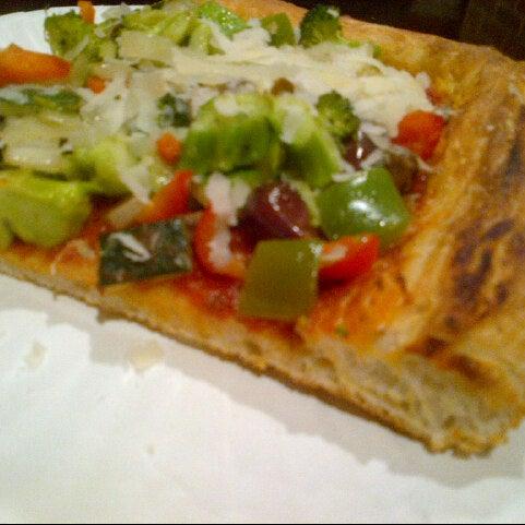 Foto tirada no(a) Nonna's L.E.S. Pizzeria por Roshni B. em 12/10/2012