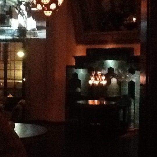รูปภาพถ่ายที่ Zihni Bar โดย Roshni B. เมื่อ 11/10/2012