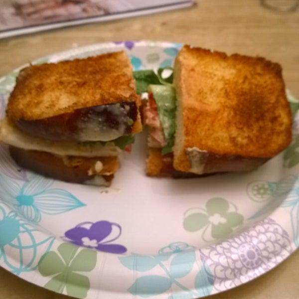9/5/2015 tarihinde Jim N.ziyaretçi tarafından SuperNatural Sandwiches'de çekilen fotoğraf