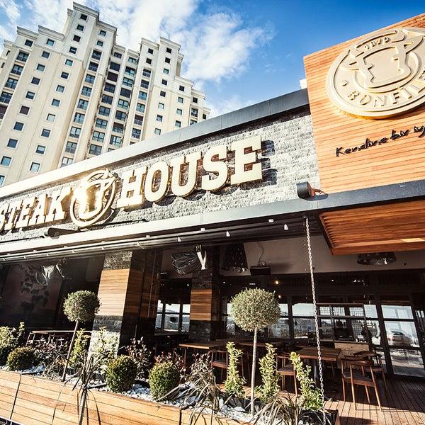 4/25/2016 tarihinde Bonfilet Steak House & Kasapziyaretçi tarafından Bonfilet Steak House & Kasap'de çekilen fotoğraf