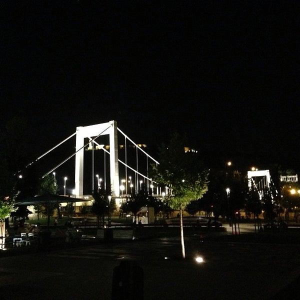 Снимок сделан в KIOSK Budapest пользователем Davide B. 8/19/2013