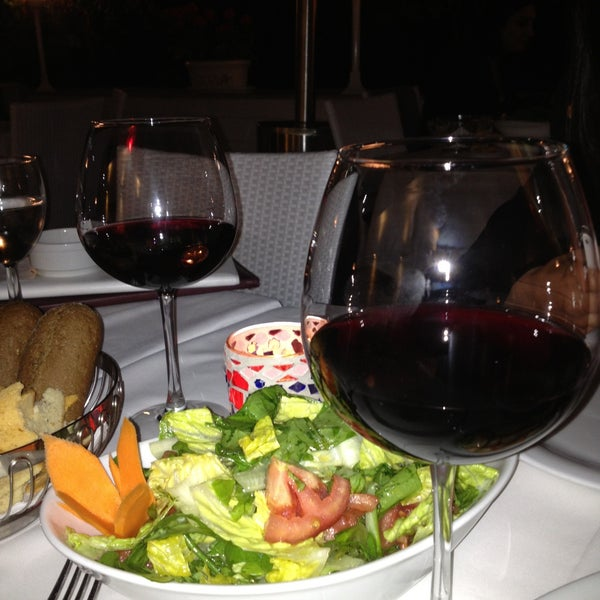 Foto diambil di Yelken Restaurant oleh Murat K. pada 5/4/2013