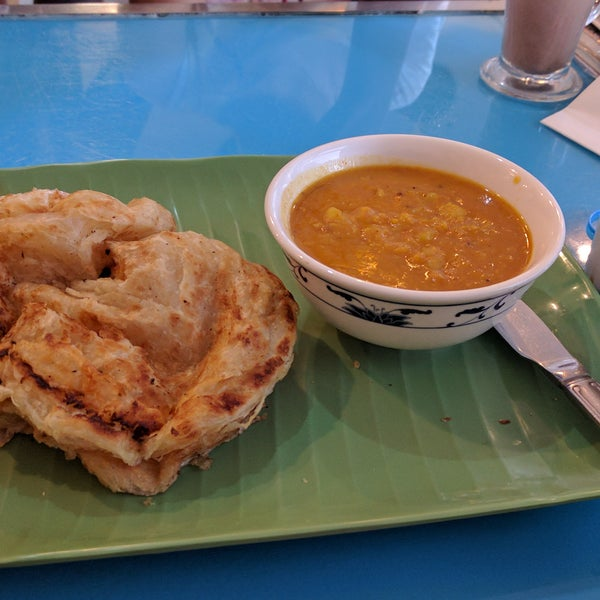 The roti canai here is truly authentic as it is in Malaysia itself. Recommended.