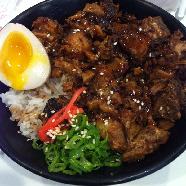 Das Foto wurde bei Chibiscus Asian Cafe & Restaurant von Lydia am 9/6/2014 aufgenommen