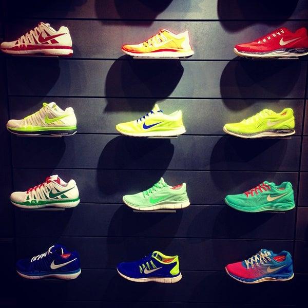 Store Nike Di Sportivi In Élysées Champs Articoli Negozio T1l3cFKJ
