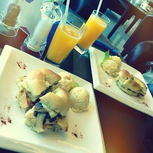 Снимок сделан в Bread and Bagels пользователем Abdelaziz A. 10/11/2012