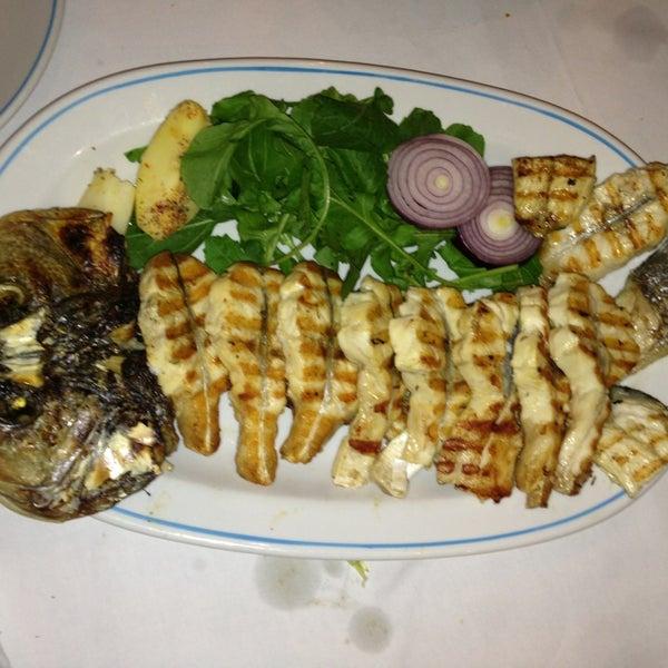 12/25/2012에 Altan Akyldz님이 Cunda Balık Restaurant에서 찍은 사진