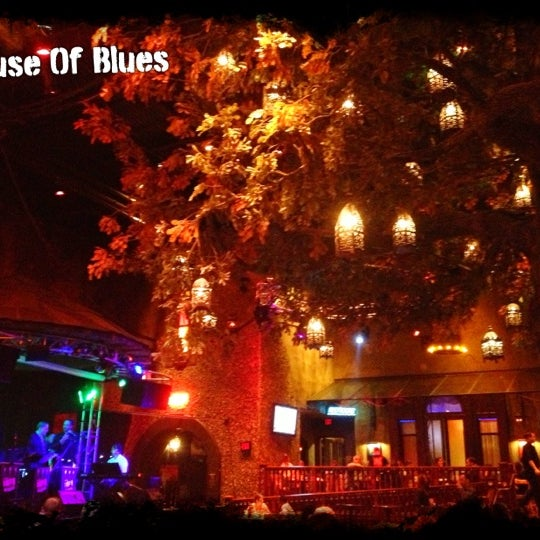 Снимок сделан в House of Blues пользователем Chad E. 10/17/2012