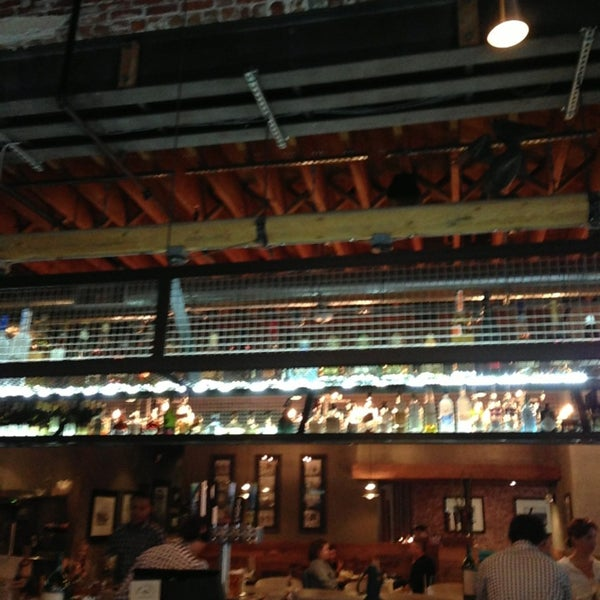 Foto tirada no(a) Spike Africa's Fresh Fish Bar & Grill por Matt D. em 6/21/2013