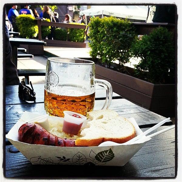 5/5/2013 tarihinde Petr W.ziyaretçi tarafından Bohemian Hall & Beer Garden'de çekilen fotoğraf