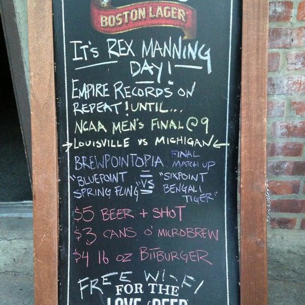 รูปภาพถ่ายที่ South 4th Bar & Cafe โดย Lana W. เมื่อ 4/8/2013