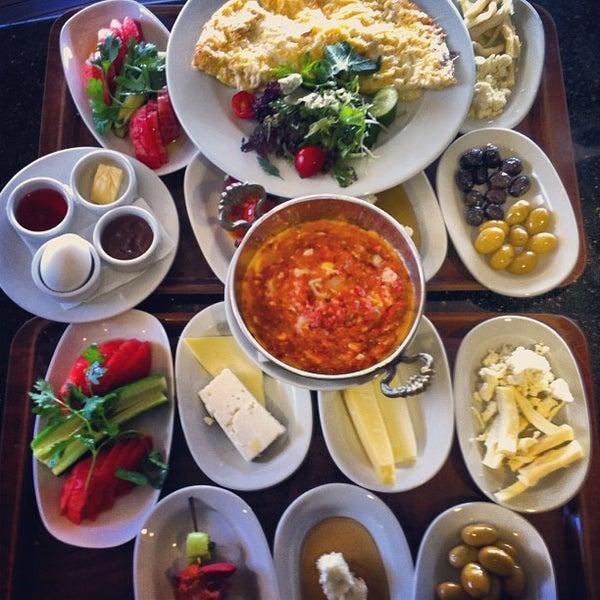 Foto tomada en Taş Kahve Cafe & Restaurant por Taş Kahve E. el 6/23/2013