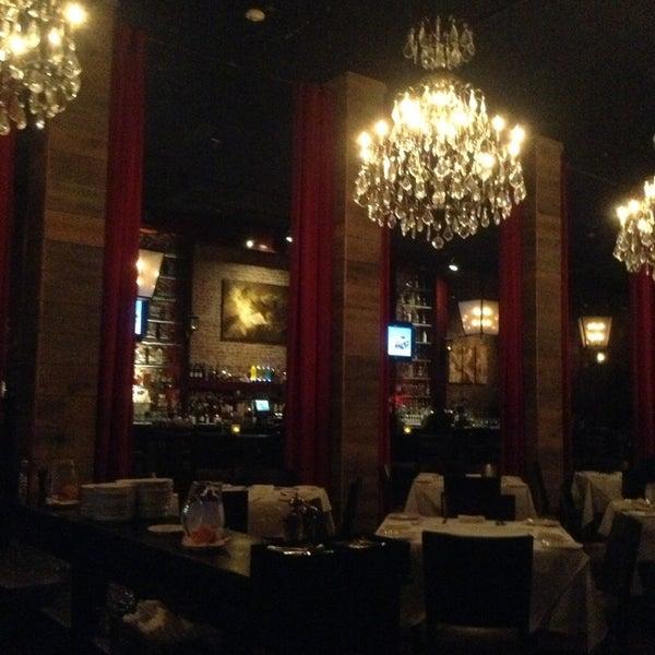 Photo prise au Honu Kitchen And Cocktails par Joanne M. le2/19/2013