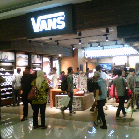 5ebe686273 Photo taken at Vans Store Kota Kasablanka by Hardi S. on 5 9