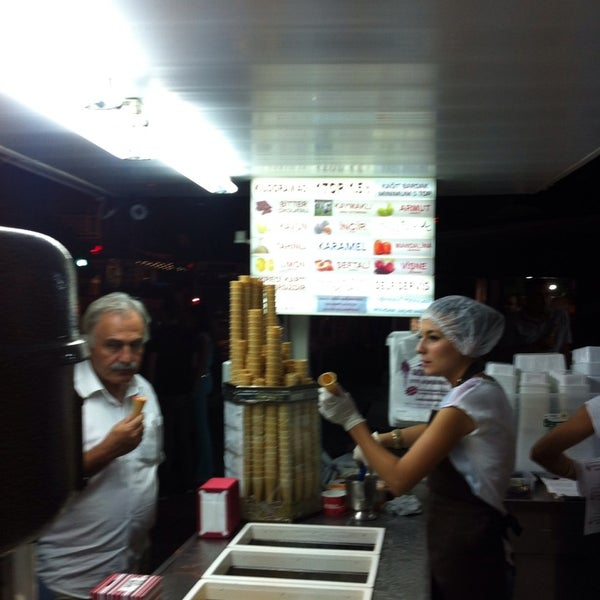 Foto tirada no(a) Dondurmacı Yaşar Usta por Hakan K. em 9/7/2013