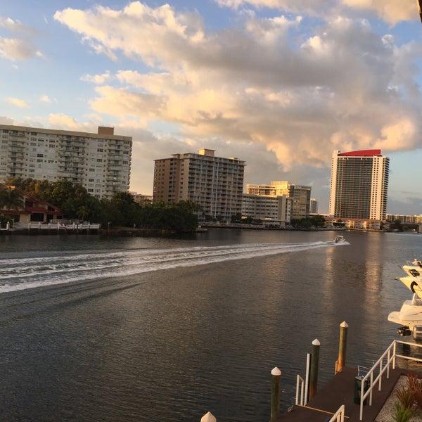 Das Foto wurde bei Juniper on the Water von Mark G. am 2/11/2015 aufgenommen