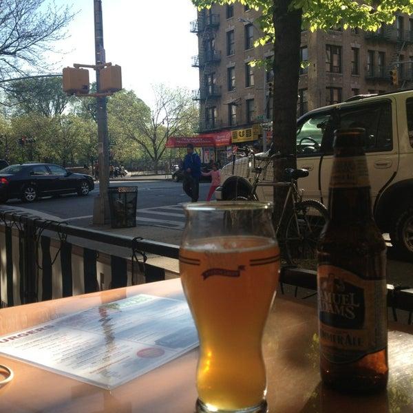 Foto diambil di Ottomanelli's Wine & Burger Bar oleh omerdem pada 5/2/2013
