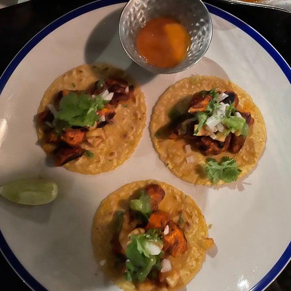 รูปภาพถ่ายที่ Maya Modern Mexican Kitchen + Lounge โดย Merve K. เมื่อ 3/7/2021