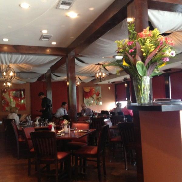 8/15/2013 tarihinde Emily B.ziyaretçi tarafından Sufi's Restaurant'de çekilen fotoğraf