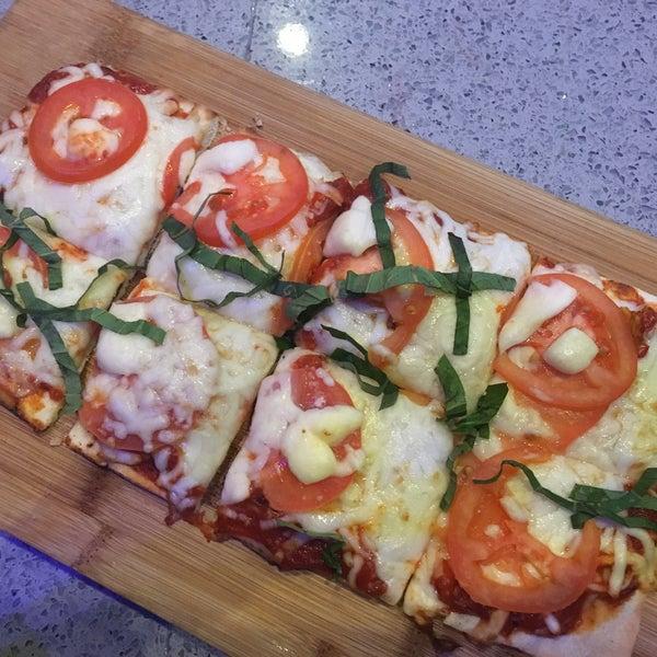 Margherita Flatbread (Spicy Marinara | Heirloom Tomato | Fresh Mozzarella)