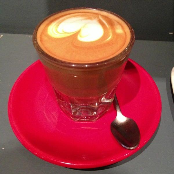 Foto tomada en Ports Coffee & Tea Co. por Yuval T. el 12/19/2012