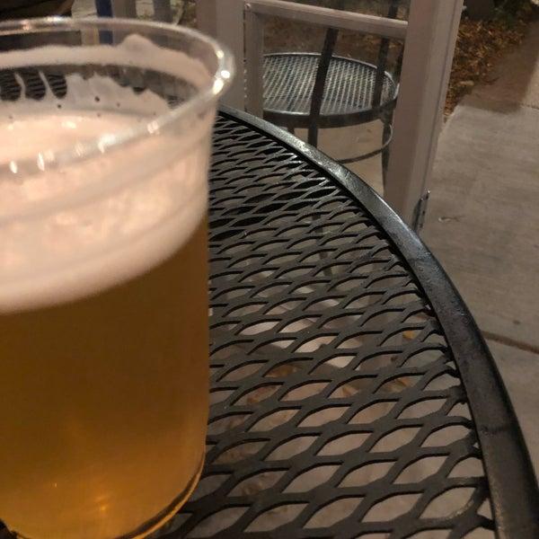 Foto tirada no(a) Maplewood Brewery & Distillery por John L. em 11/5/2020