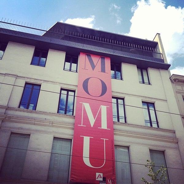 Foto tirada no(a) MoMu - ModeMuseum Antwerpen por Anne D. em 8/3/2013