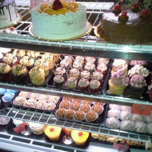 Foto scattata a Argentina Bakery da Arianna T. il 3/19/2013